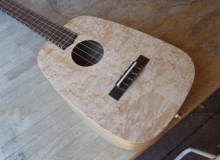 <strong>Duke</strong> – Keystone acoustic tenor ukulele in Birdseye Maple & Mineral Stained Poplar