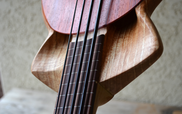 <strong>Cthukulele</strong> – Fretless, electric bass ukulele