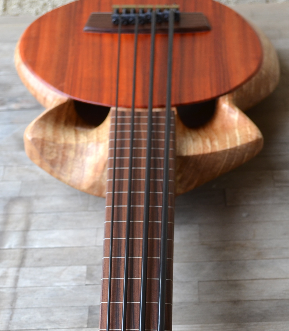 Cthukulele – Semi-hollow electric bass