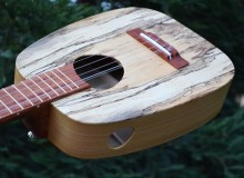 <strong>Mama Uke</strong> – Acoustic/Electric 5-string Keystone Ideale Ukulele in Spalted Tamarind & Poplar