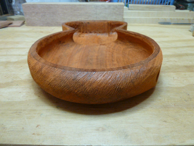 It would make a lovely candy bowl wouldn't it? This shot gives a good view of how the edges are undercut.